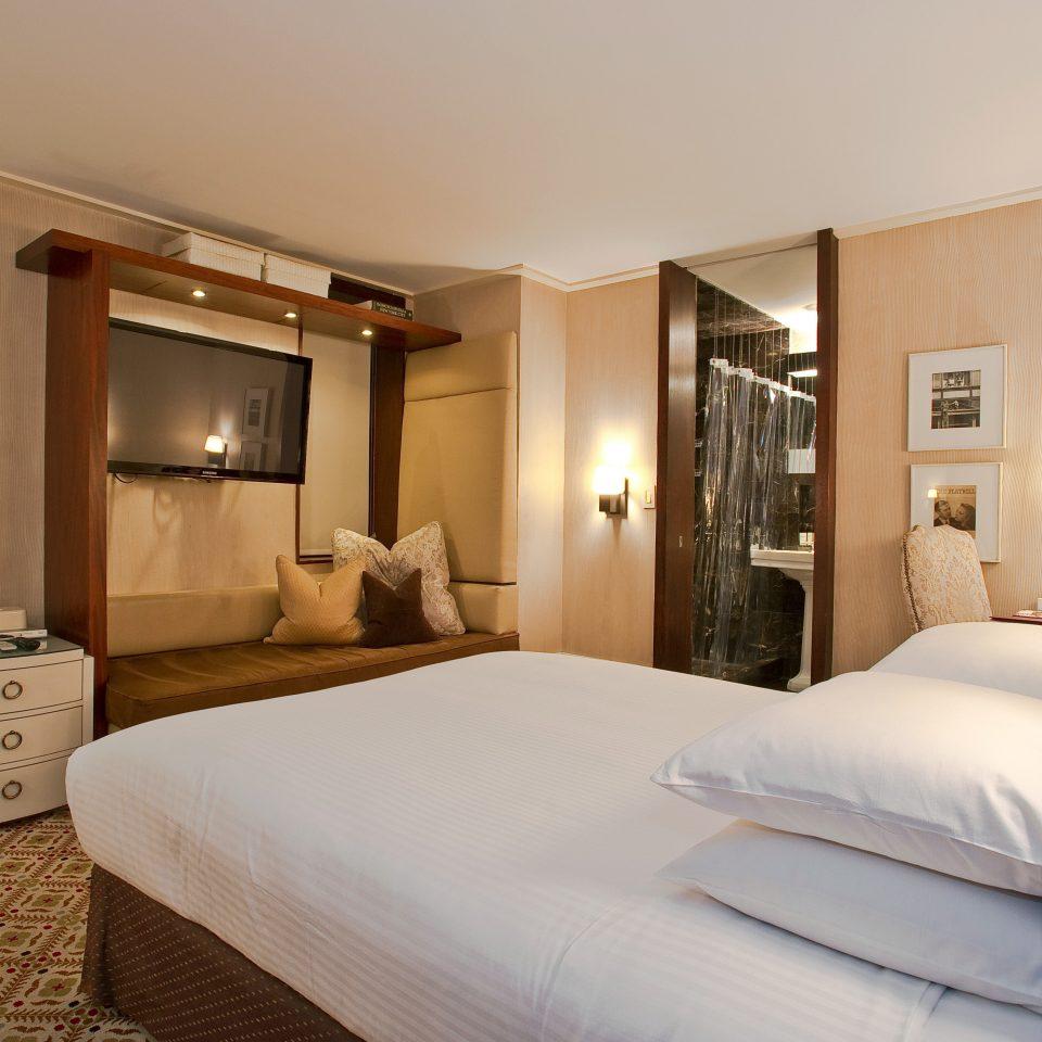 Bedroom Boutique City Classic sofa property Suite scene pillow cottage