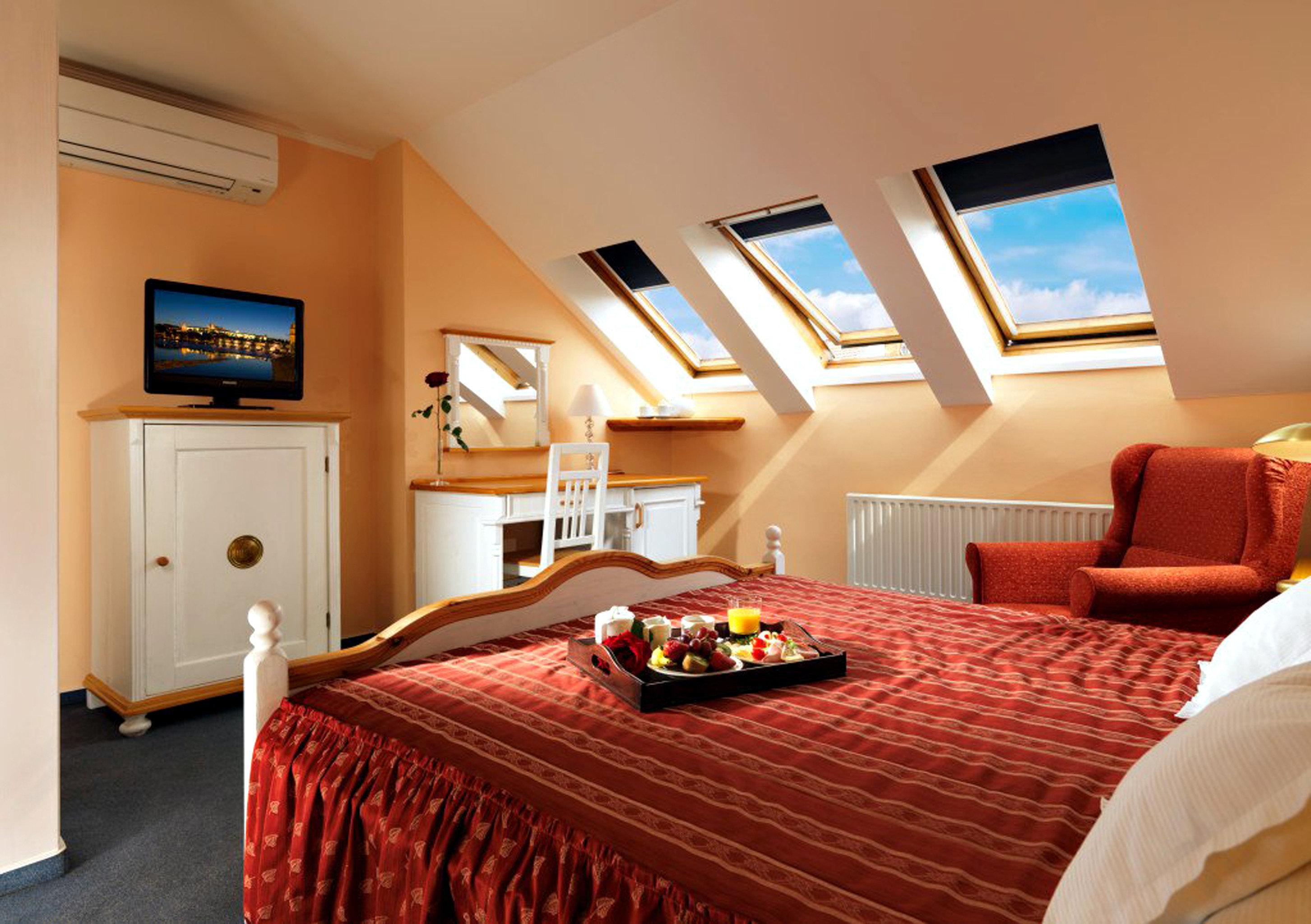 Bedroom Boutique City Elegant Modern property Suite red cottage Resort bed sheet