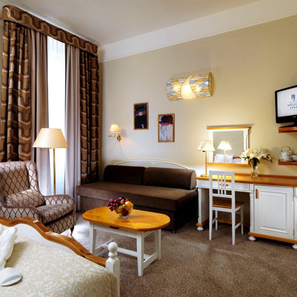 Bedroom Boutique City Elegant Modern Suite property home cottage living room hardwood Villa farmhouse condominium