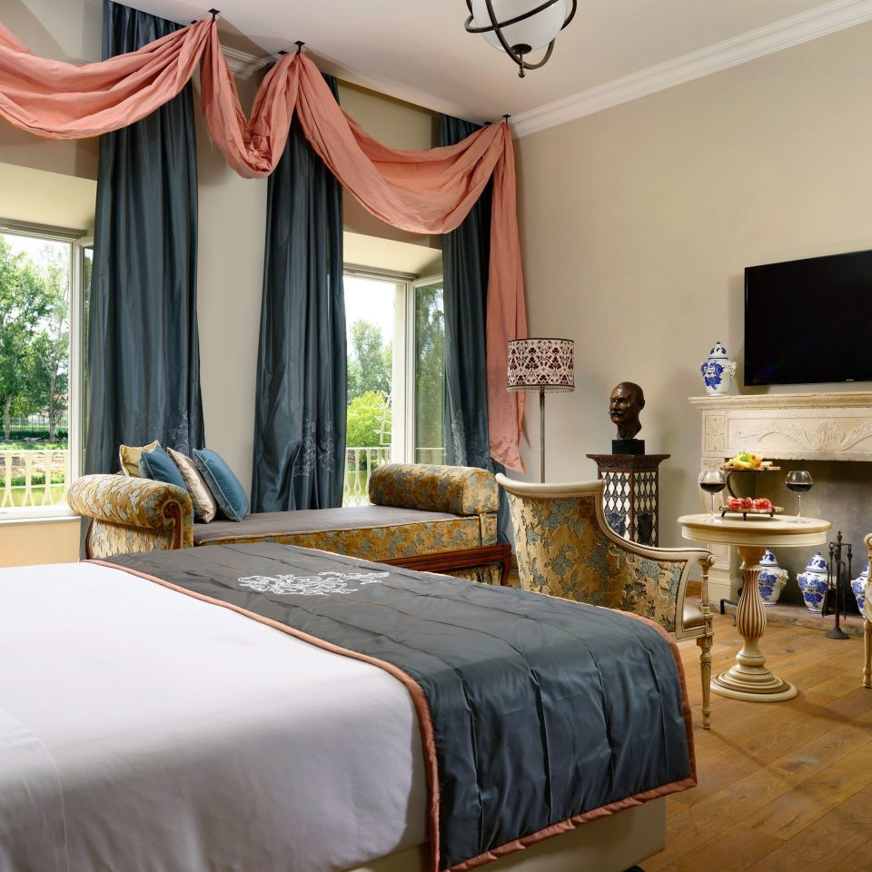 Bedroom Boutique City Elegant Historic Honeymoon Romance Romantic property Suite home cottage Villa living room farmhouse