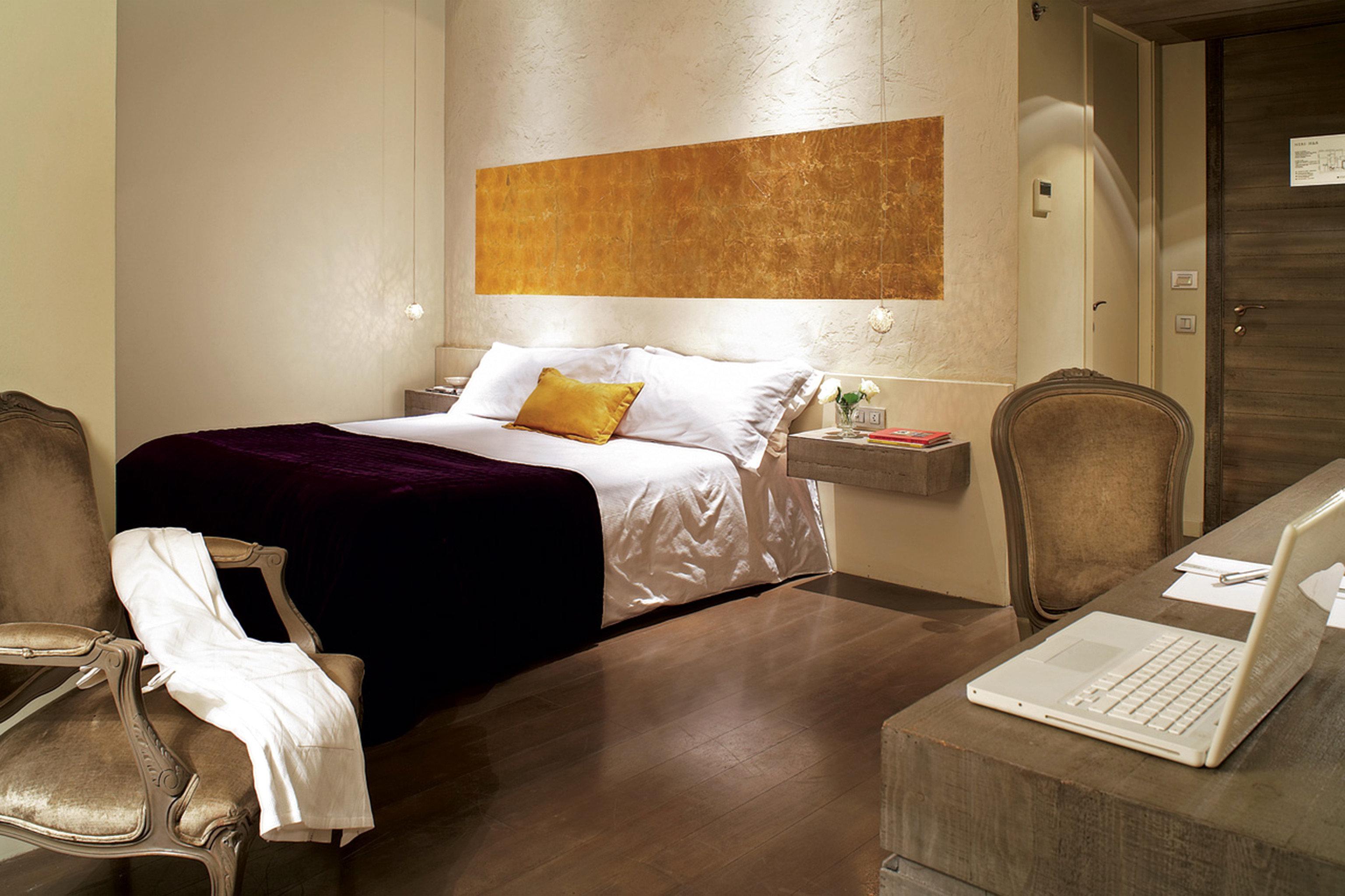 Bedroom Boutique City Hip Historic property Suite home cottage living room