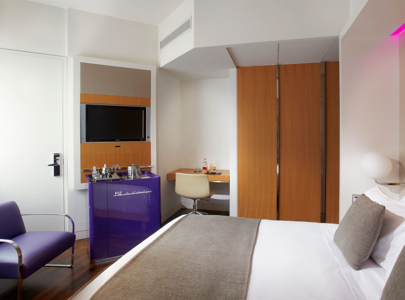 Bedroom Boutique City Hip Modern property Suite condominium