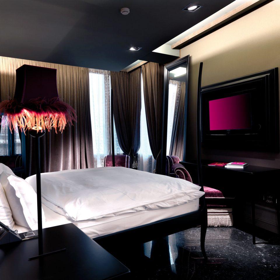 Bedroom Boutique City Hip Honeymoon Modern Romance Romantic home Suite living room