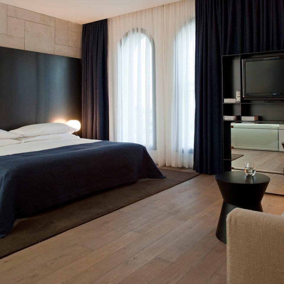 Bedroom Boutique City Hip Modern property Suite cottage condominium