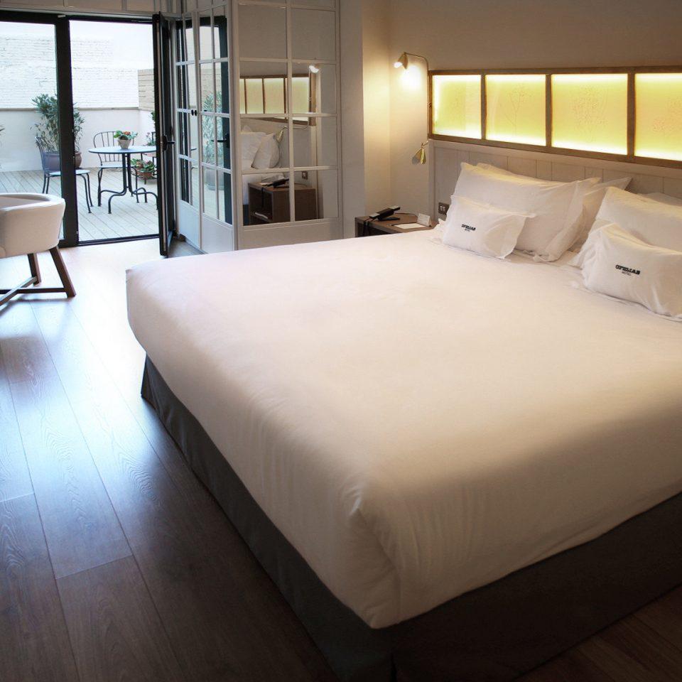 Bedroom Boutique City Hip property Suite cottage condominium lamp