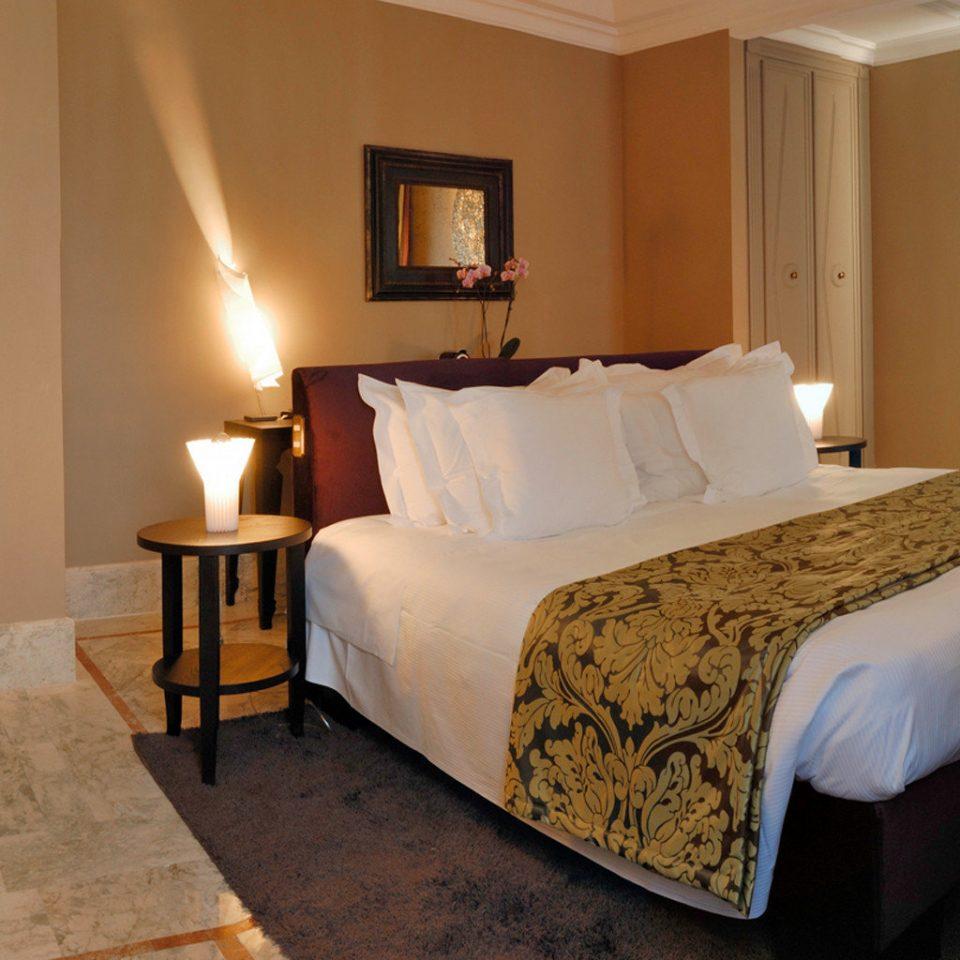 Bedroom Boutique City Modern property Suite cottage Villa lamp