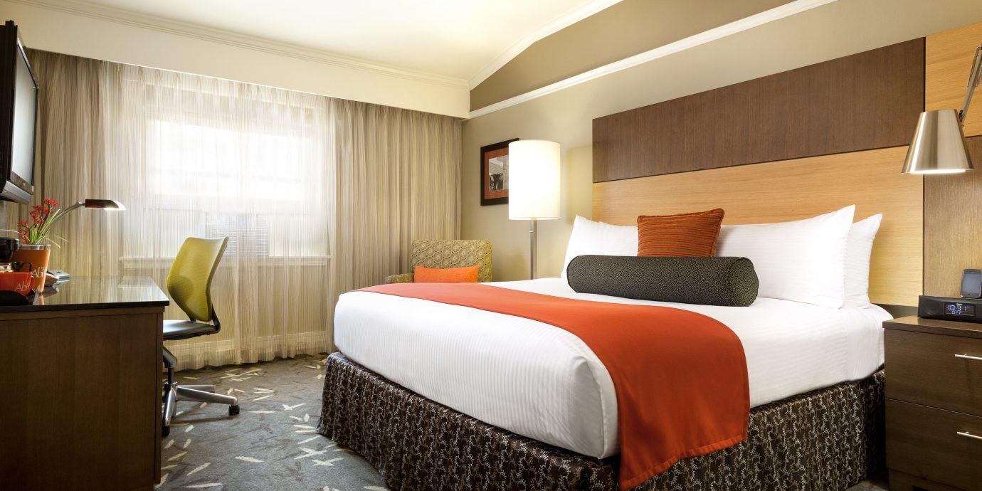 Bedroom Boutique City property Suite condominium cottage living room