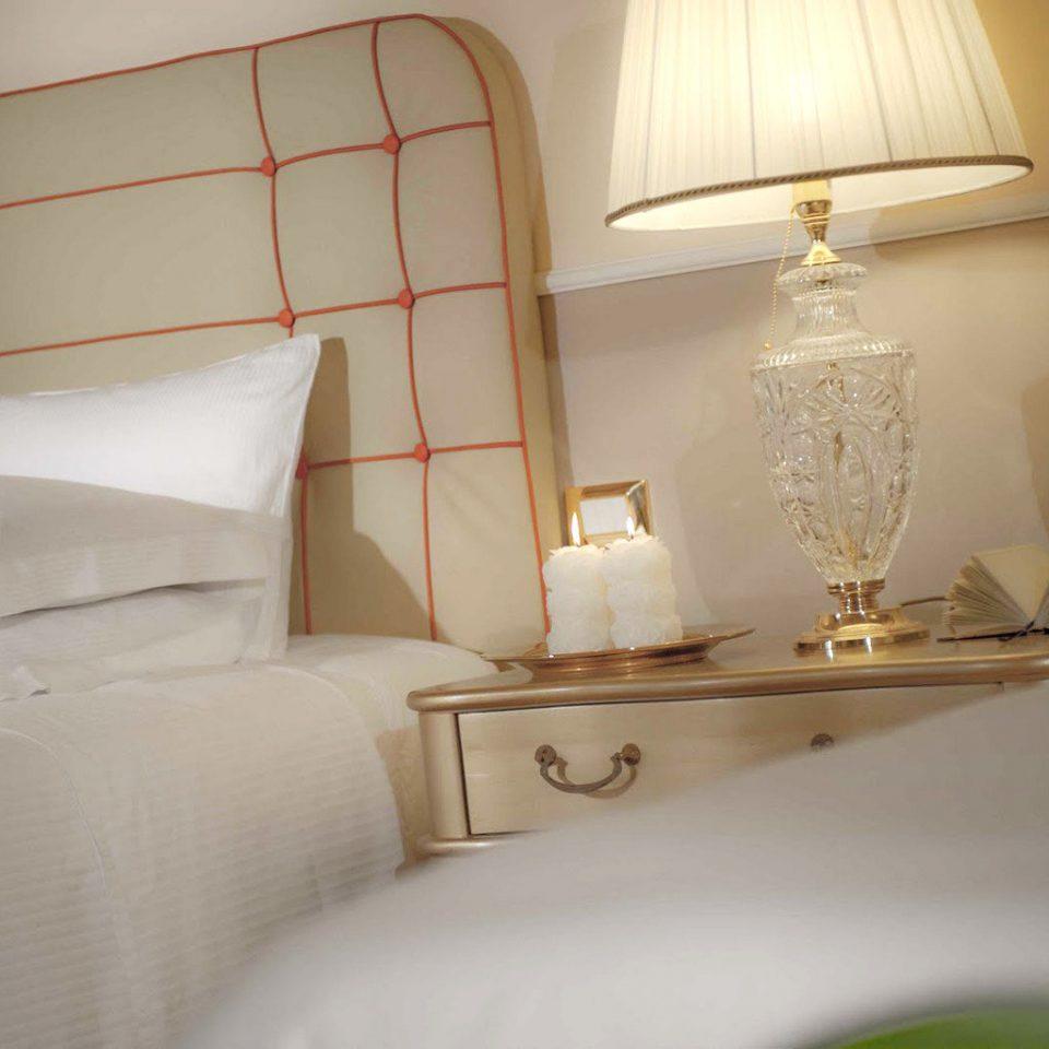 Bedroom Boutique City property pillow white Suite cottage lamp