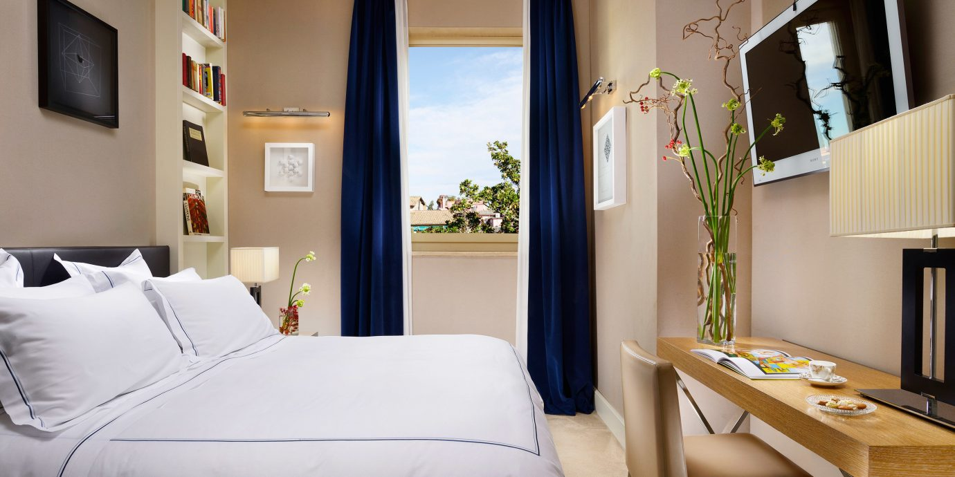 Bedroom Boutique City property Suite home cottage living room