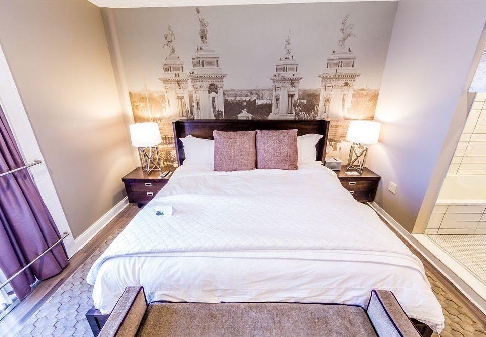 Bedroom Boutique City property Suite cottage bed sheet