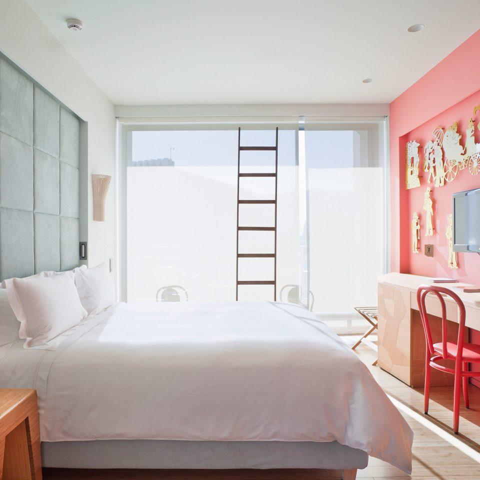 Bedroom Boutique City property Suite cottage pink living room