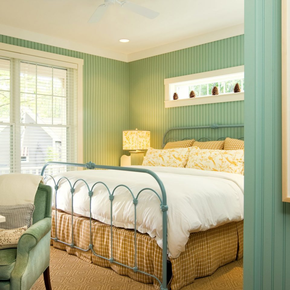 Bedroom Boutique Country Outdoors Romance Romantic Trip Ideas Weekend Getaways green property home living room Suite cottage condominium