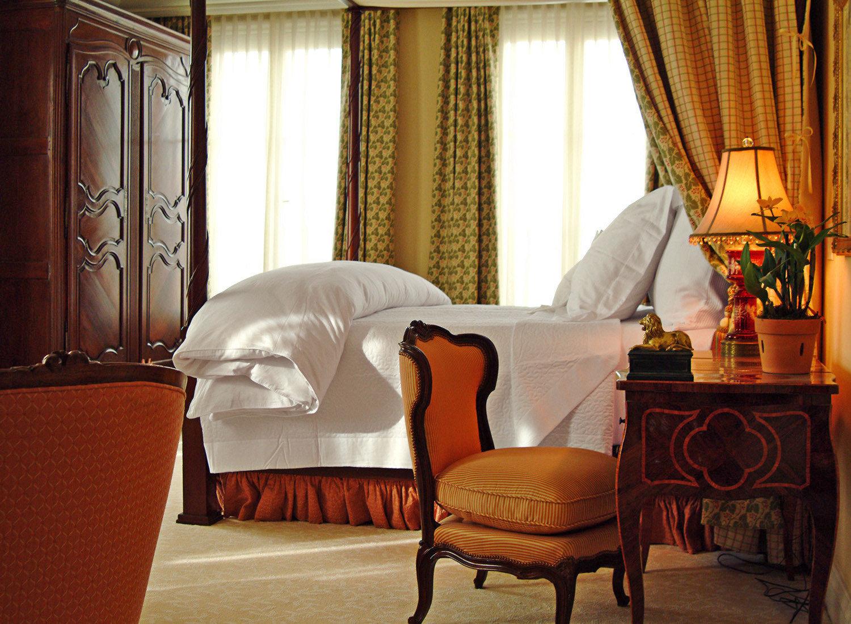 Bedroom Boutique Elegant Historic Romance Romantic curtain property Suite home living room cottage
