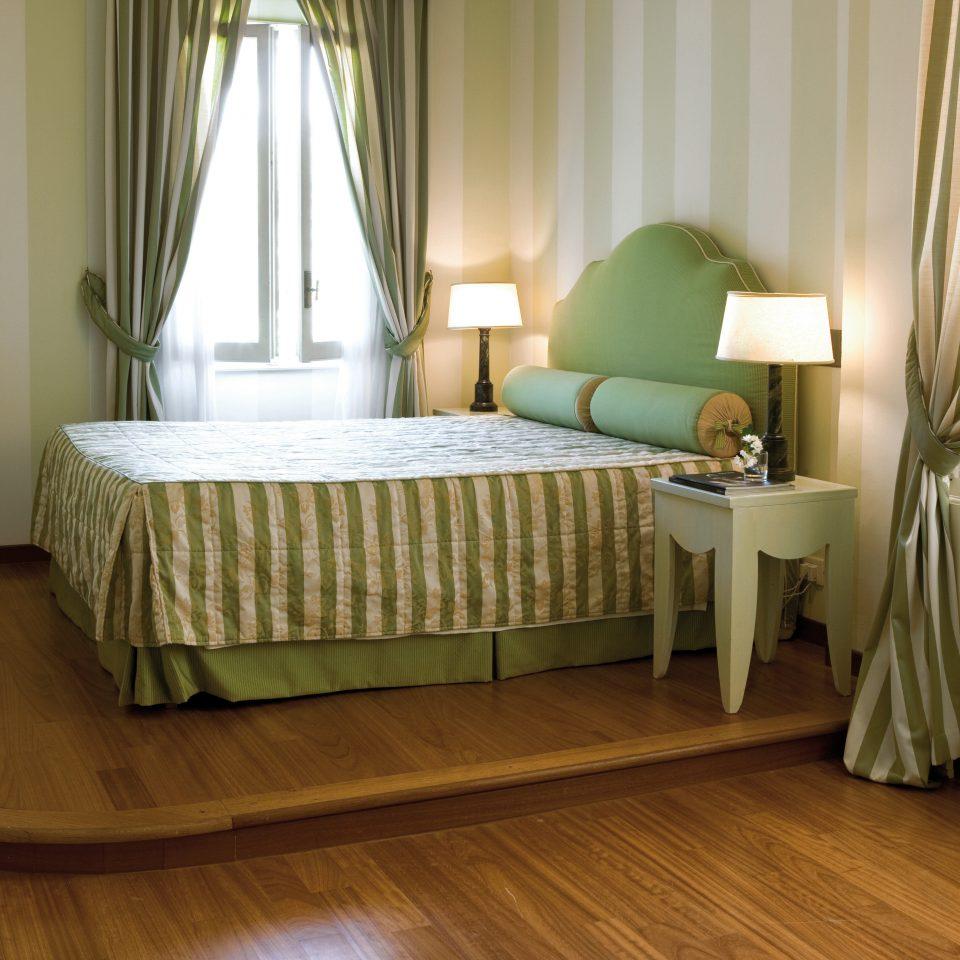 Bedroom Boutique Elegant Romantic curtain property green hardwood Suite wood flooring flooring laminate flooring cottage lamp