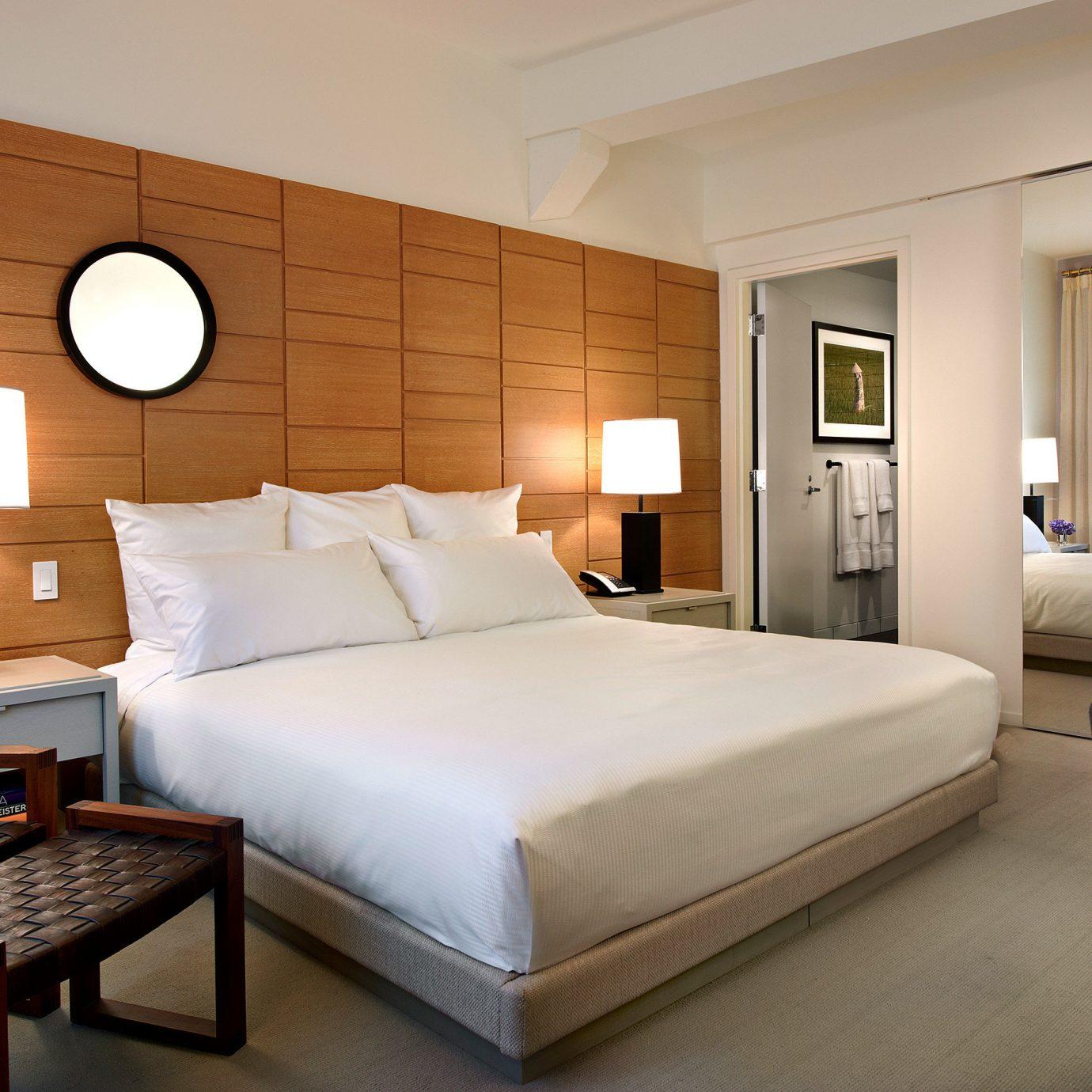 Bedroom Boutique Food + Drink Lounge Modern property Suite home living room cottage condominium