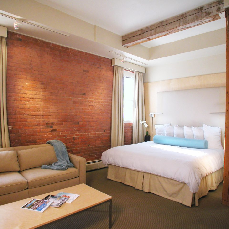 Bedroom Boutique Hip Inn property Suite cottage home living room Villa