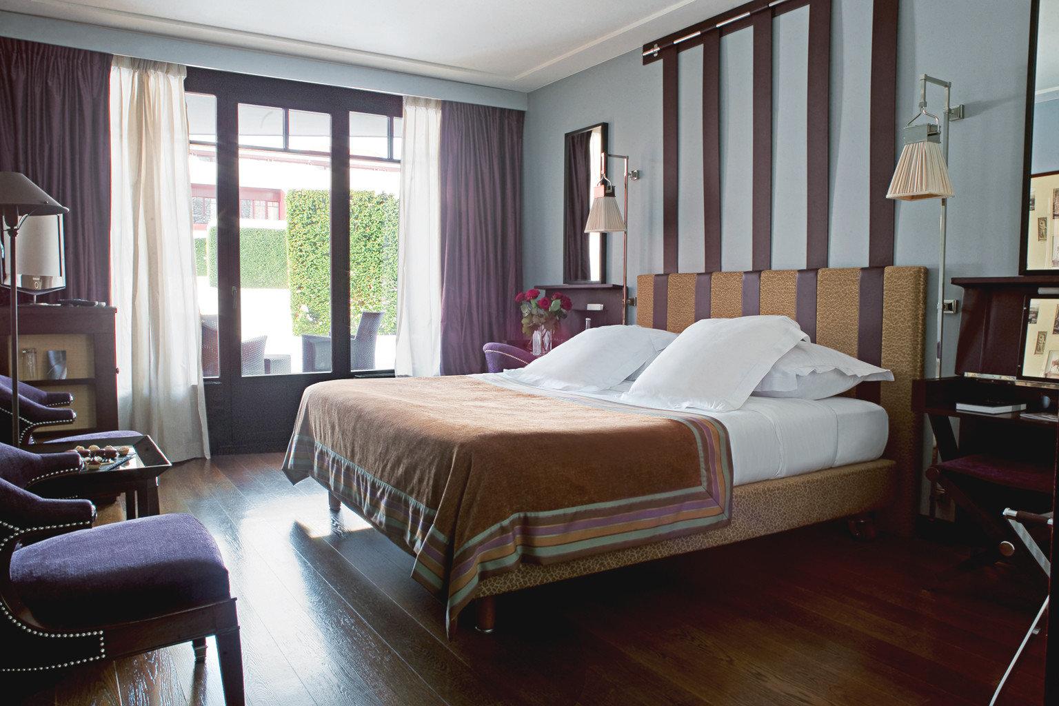 Bedroom Boutique Hip Modern property Suite hardwood home cottage living room