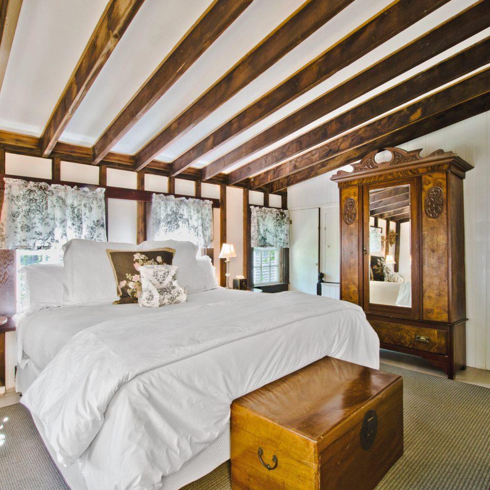 Bedroom Boutique Historic Inn Romantic Waterfront property cottage Resort home Villa farmhouse Suite living room