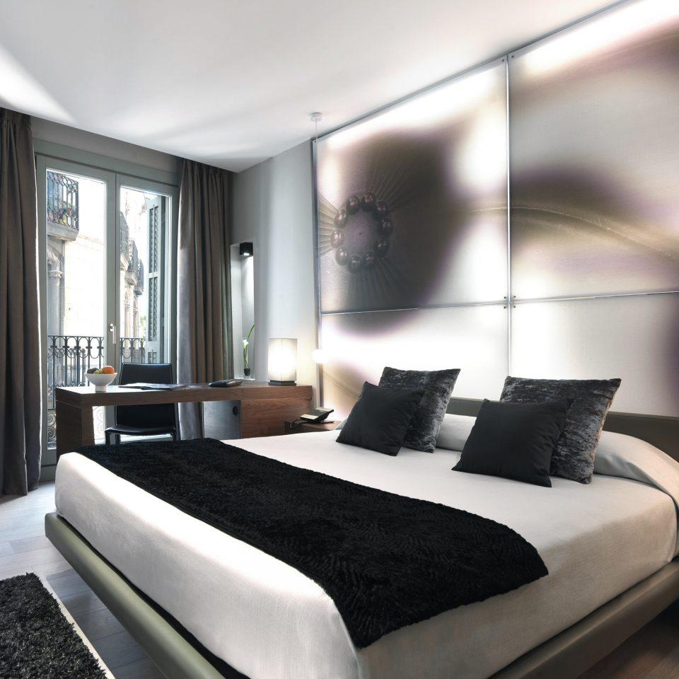 Bedroom Boutique Hotels City Hip Historic Hotels property Suite condominium living room
