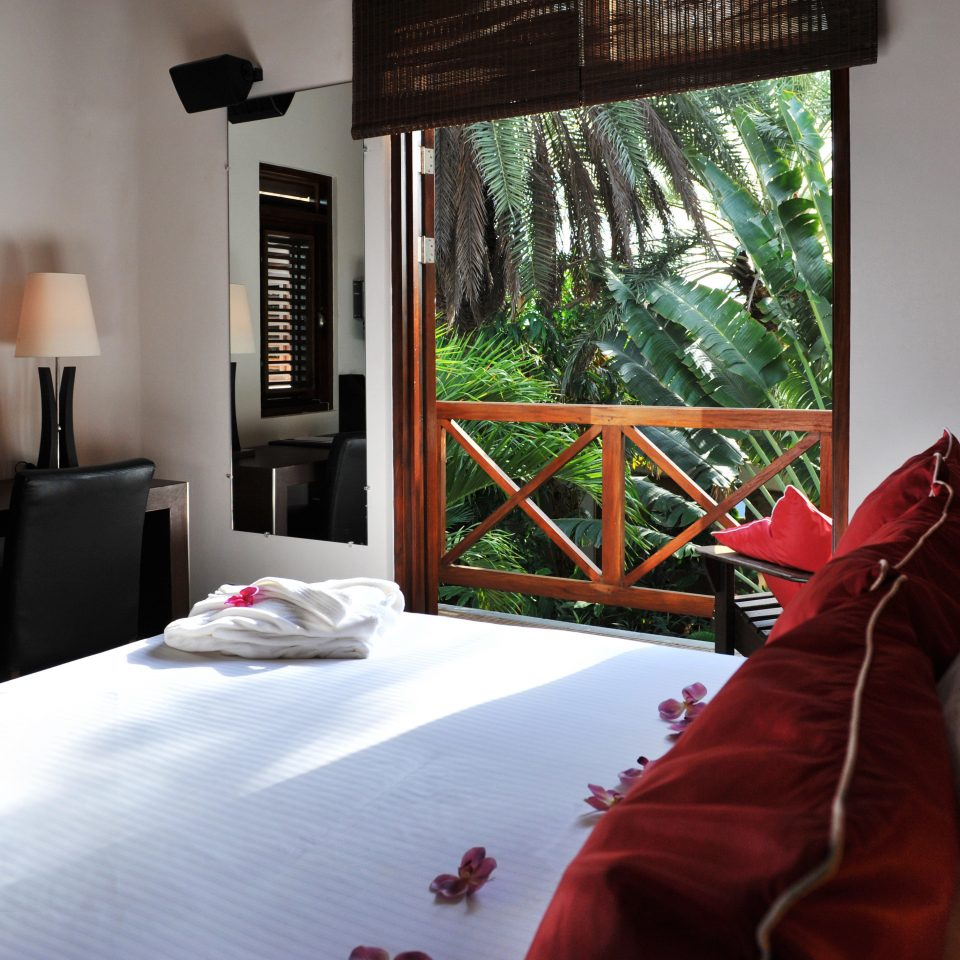 Bedroom Boutique Hotels Hip Hotels Lounge Luxury Modern Romantic Getaways Romantic Hotels Scenic views Suite Tropical property house home living room cottage Villa