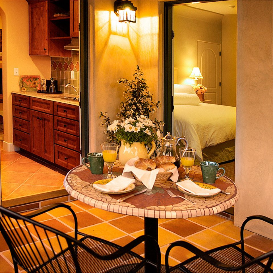 Bedroom Boutique Inn Kitchen property home house living room restaurant Suite cottage dining table