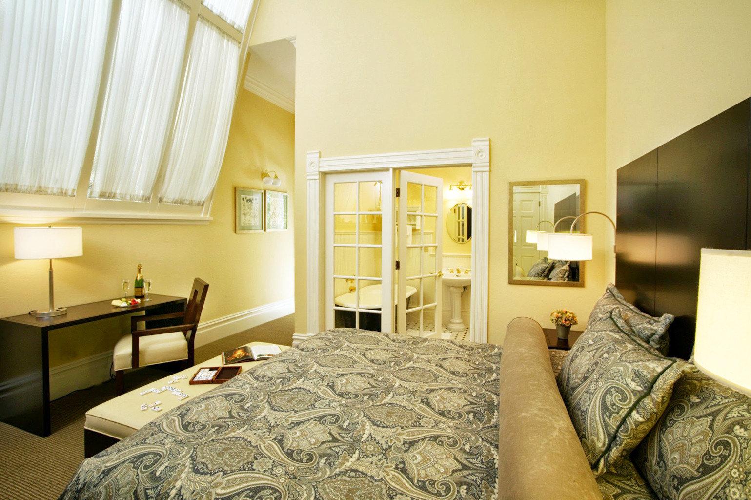 Bedroom Boutique Inn sofa property home Suite cottage living room