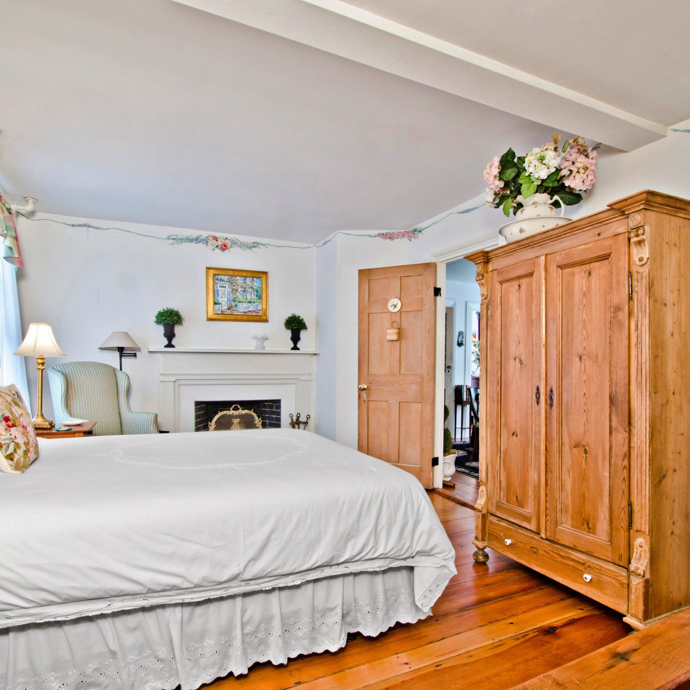 Bedroom Boutique Inn Waterfront property wooden home cottage living room Suite farmhouse