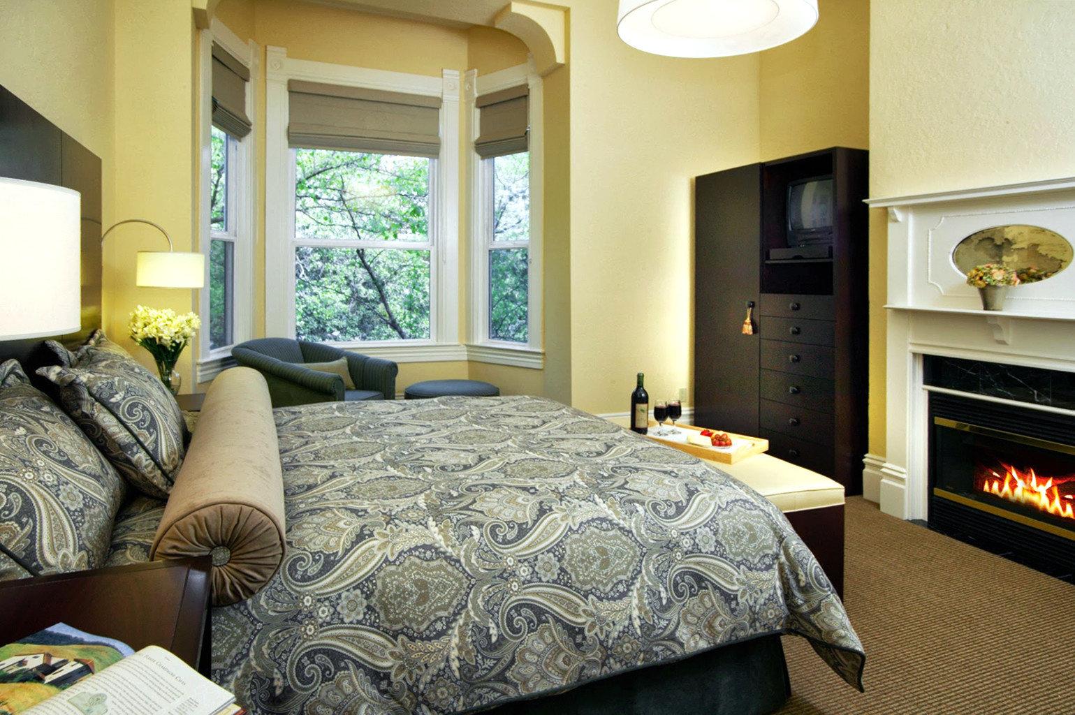 Bedroom Boutique Inn property home living room cottage Suite