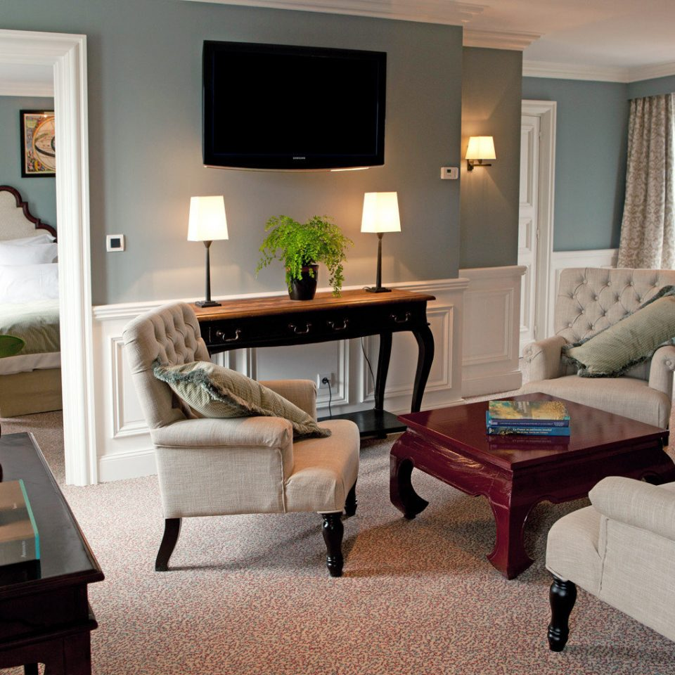 Bedroom Boutique Luxury Romantic Suite living room property chair home hardwood cottage condominium Villa Modern leather