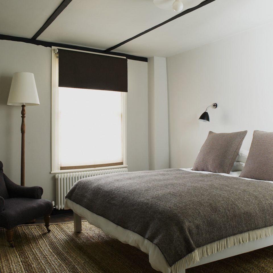 Boutique Modern sofa Bedroom property Suite cottage lamp