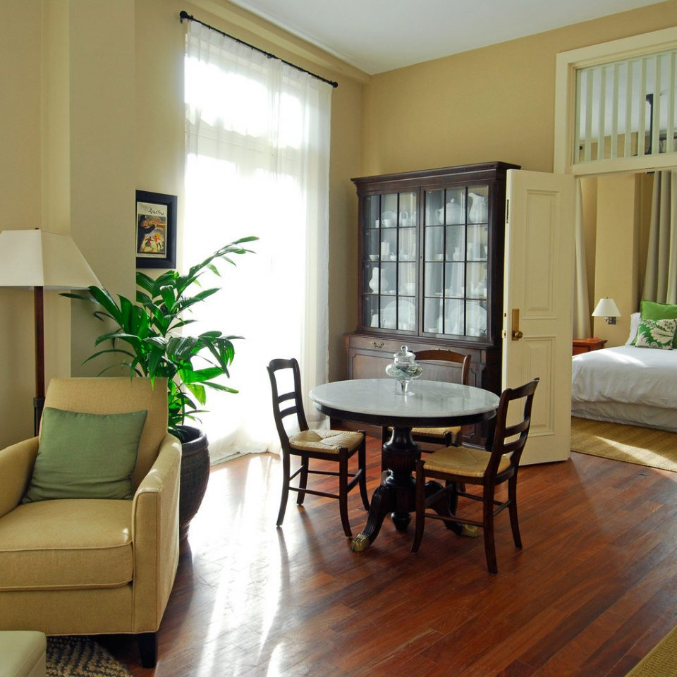 Bedroom Boutique Modern property condominium living room home hardwood Suite cottage hard