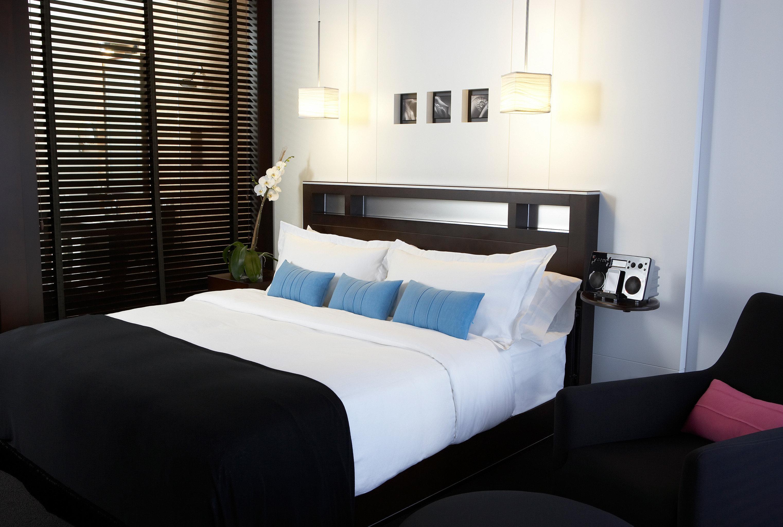Bedroom Boutique Modern sofa property Suite pillow bed sheet cottage