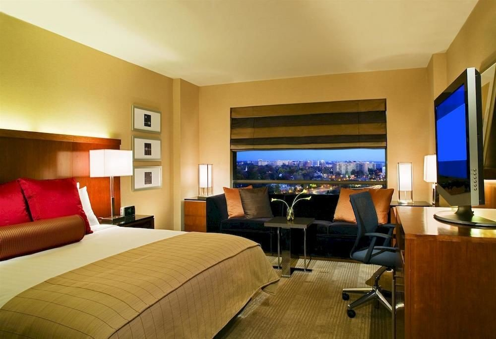 Bedroom Budget Business property Suite condominium Resort living room