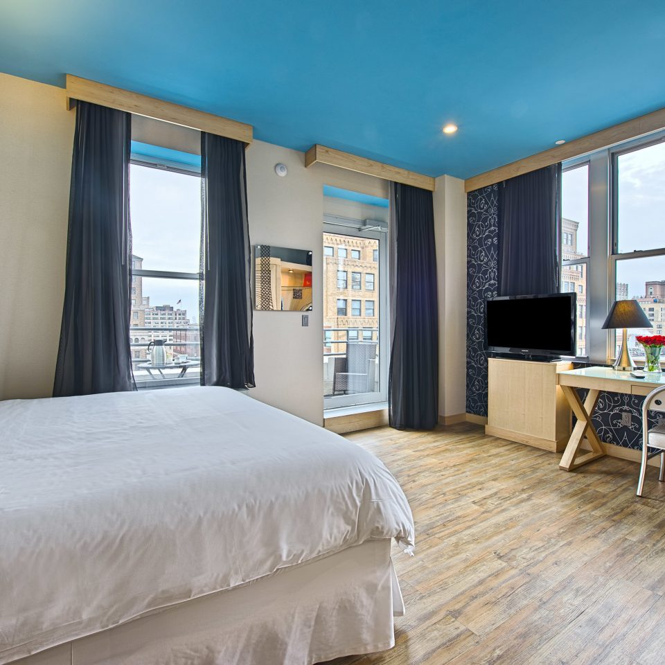 Bedroom Budget City Classic Family Family Travel Hotels Scenic views property Suite home living room cottage Villa condominium