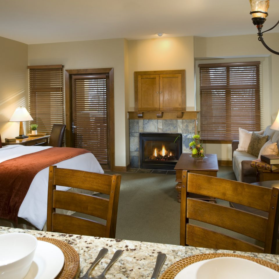 Bedroom Budget Dining Family Resort property living room home Suite cottage hardwood condominium