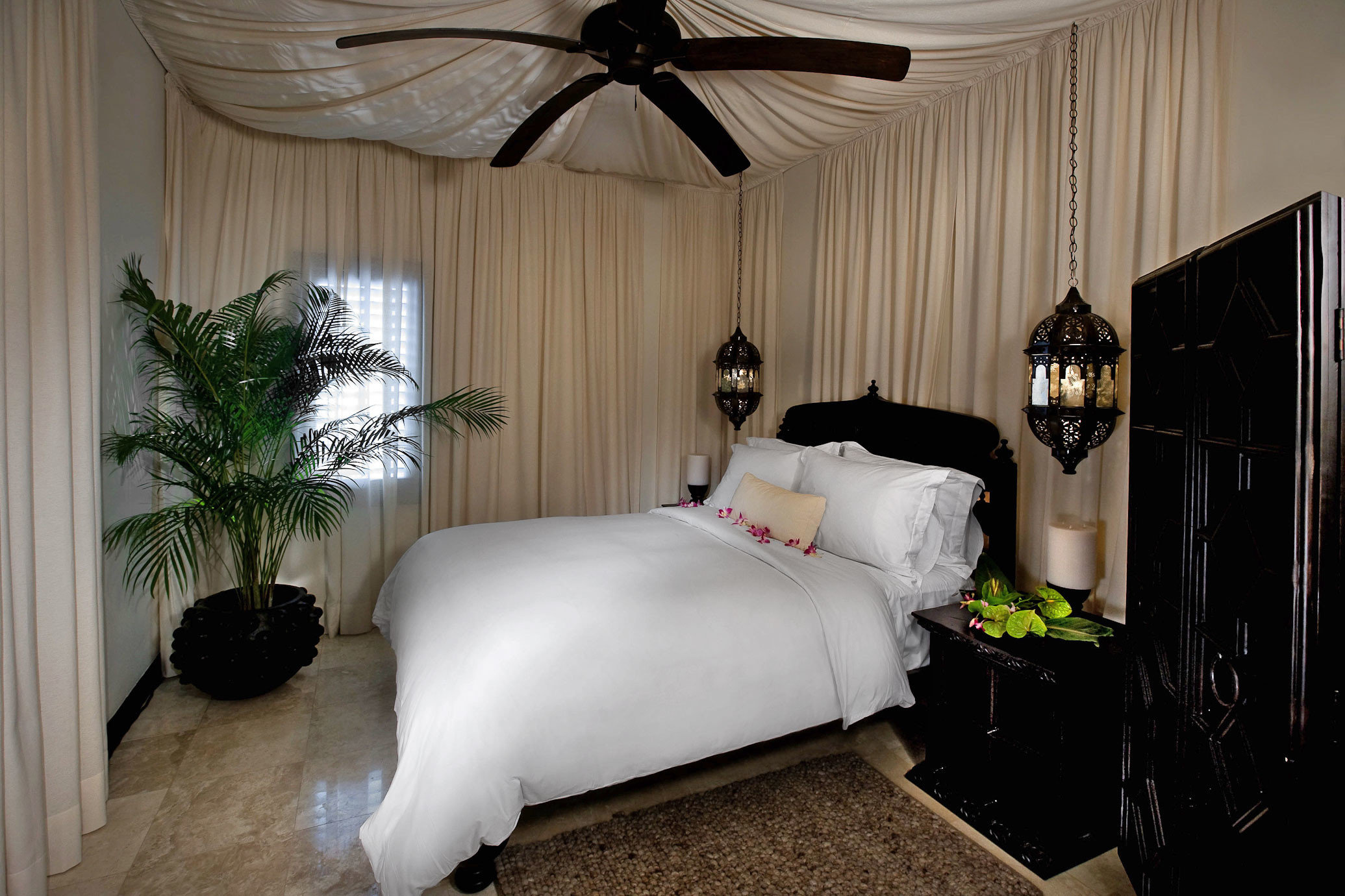 Bedroom Budget Hotels Luxury Suite property house home living room cottage