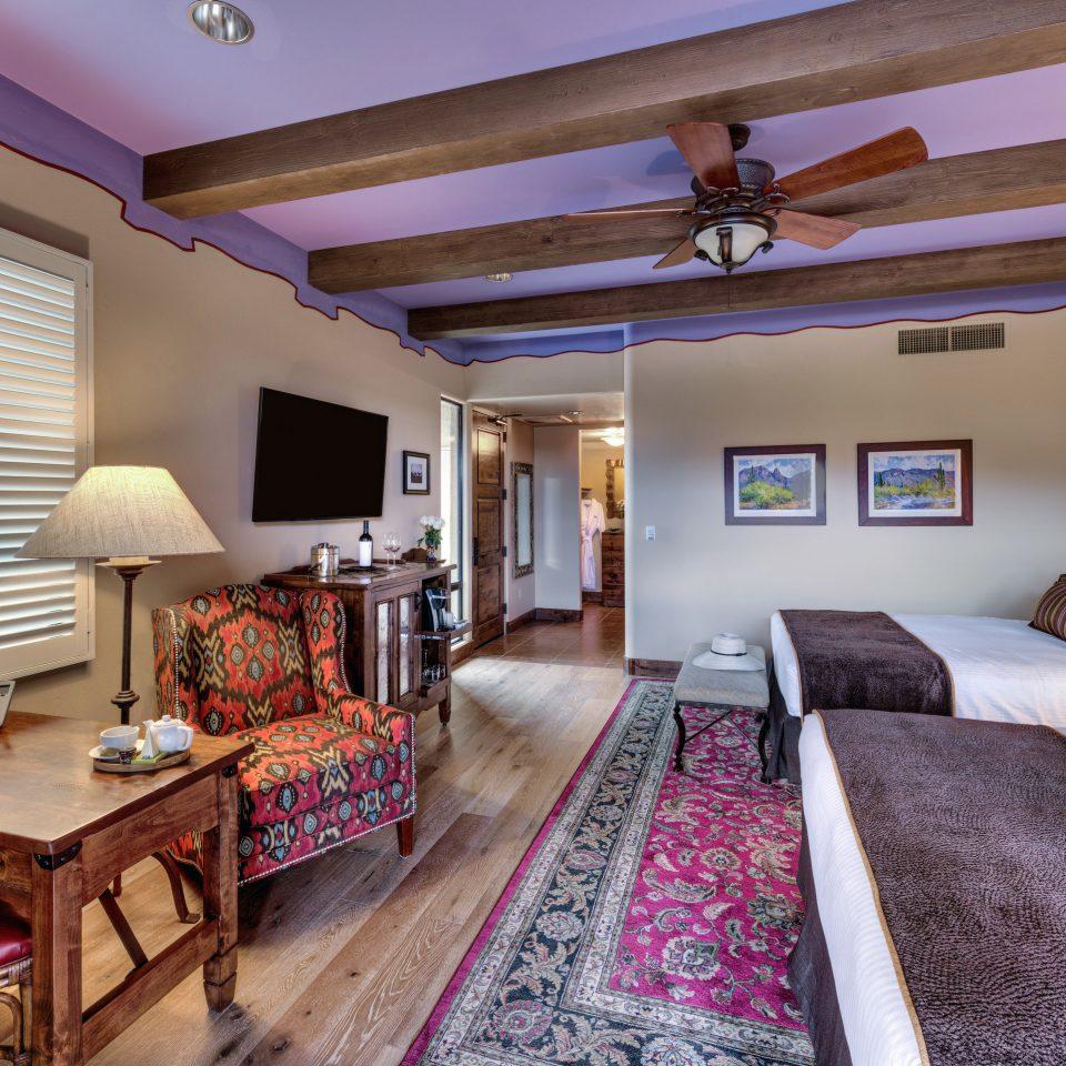 Budget Weekend Getaways property Bedroom Suite home living room cottage Villa recreation room Resort mansion