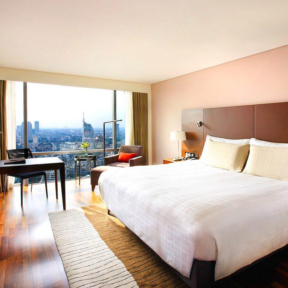 Bedroom Buildings Business City Entertainment Nightlife Scenic views property Suite nice Resort cottage Villa flat lamp