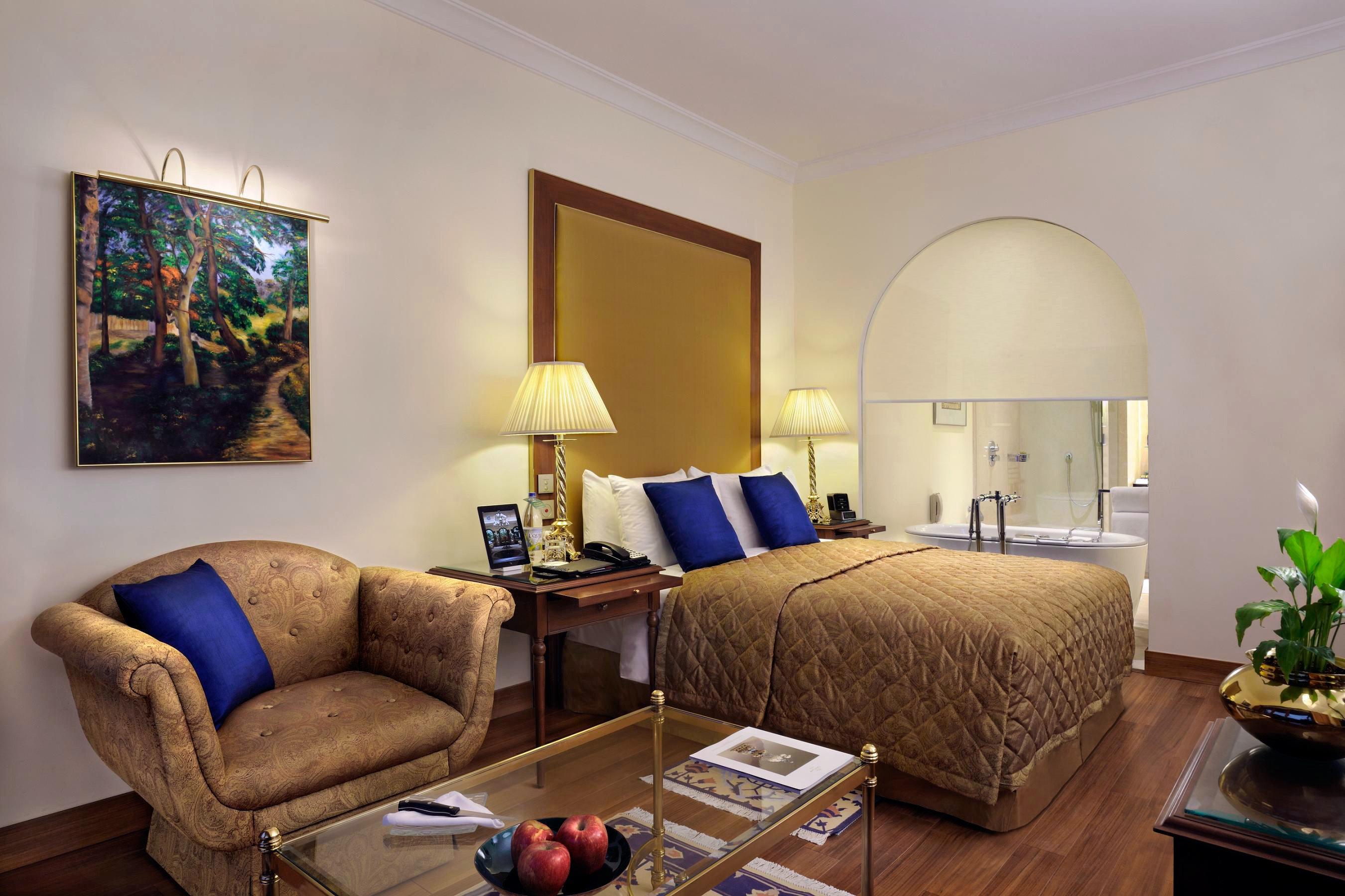 Bedroom Business City Cultural Elegant Luxury Shop Suite sofa property living room home cottage Villa