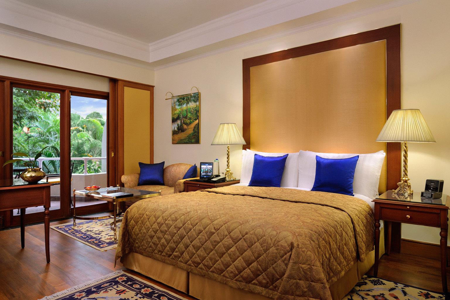 Bedroom Business City Cultural Elegant Luxury Shop Suite sofa property cottage home hardwood living room Villa Resort condominium containing