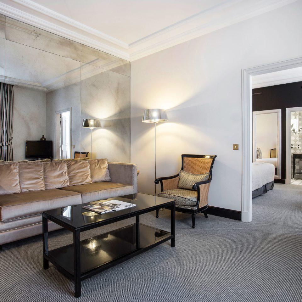 Bedroom Business City Elegant Modern Romantic Suite property living room condominium home Villa