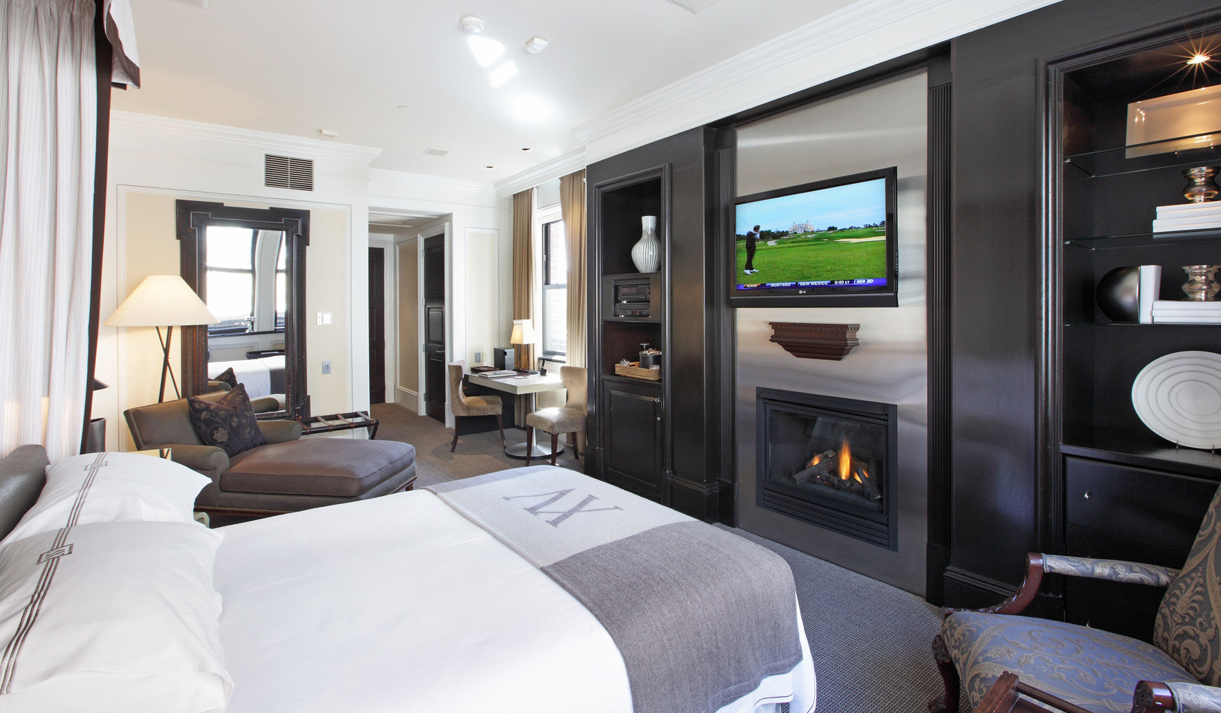 Bedroom Business Fireplace Historic Luxury Modern Romantic property home condominium living room Suite vehicle cottage flat