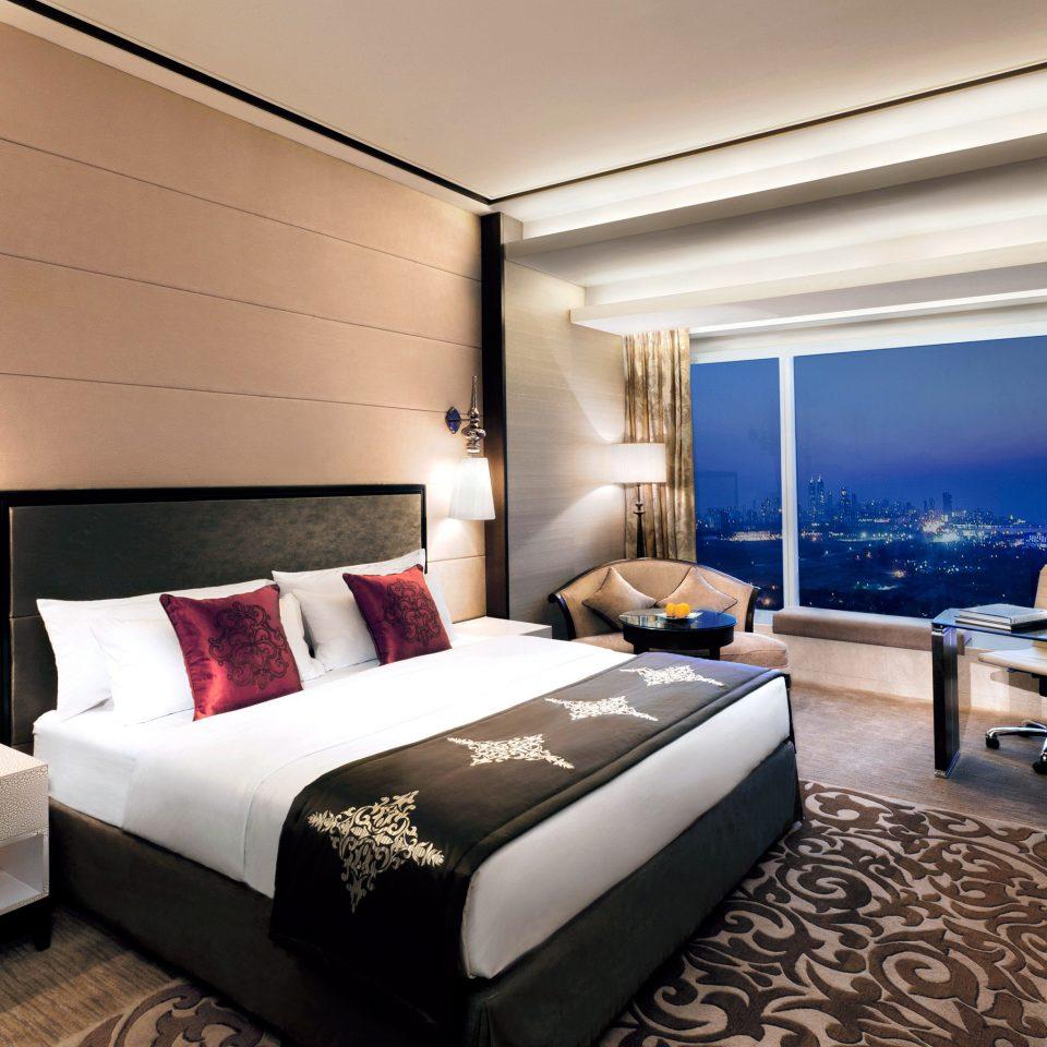 Bedroom Business Modern Scenic views Suite sofa property living room condominium