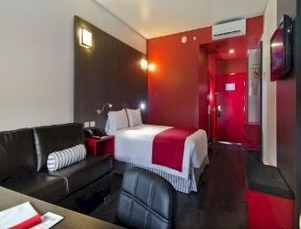 Bedroom Business Modern property red Suite condominium cottage