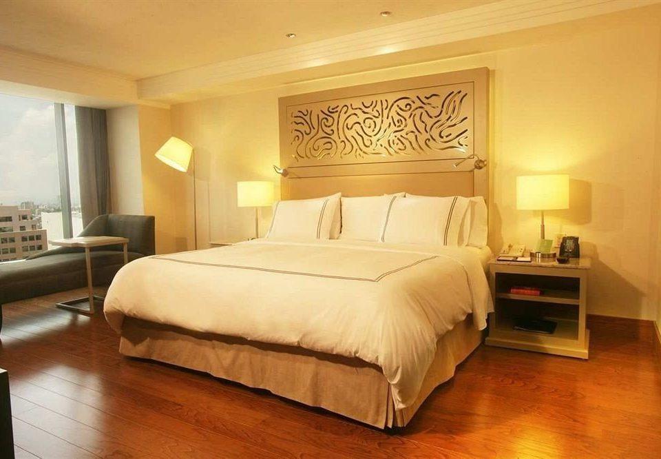 Bedroom Business Modern property Suite hardwood bed frame cottage lamp