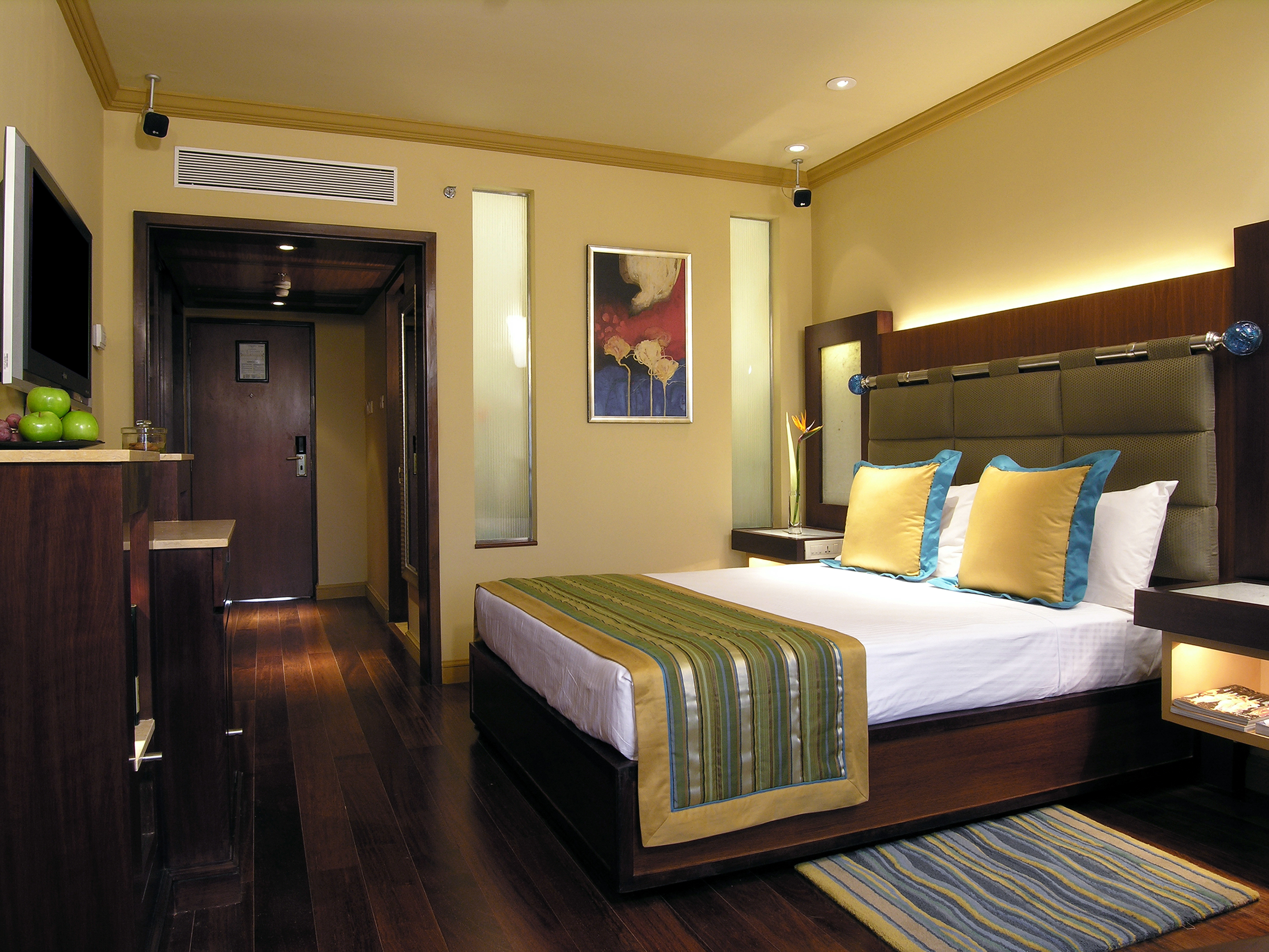 Bedroom Business property Suite home living room condominium cottage Resort Villa