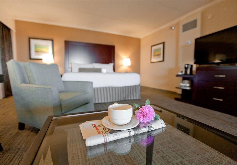 Bedroom Business property Suite living room cottage condominium home hardwood Villa