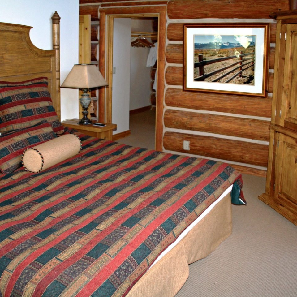 Bedroom Lodge property vehicle cottage log cabin hardwood wooden Cabin bed sheet