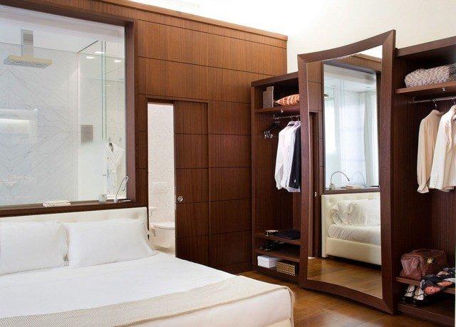 wardrobe cabinetry Bedroom closet