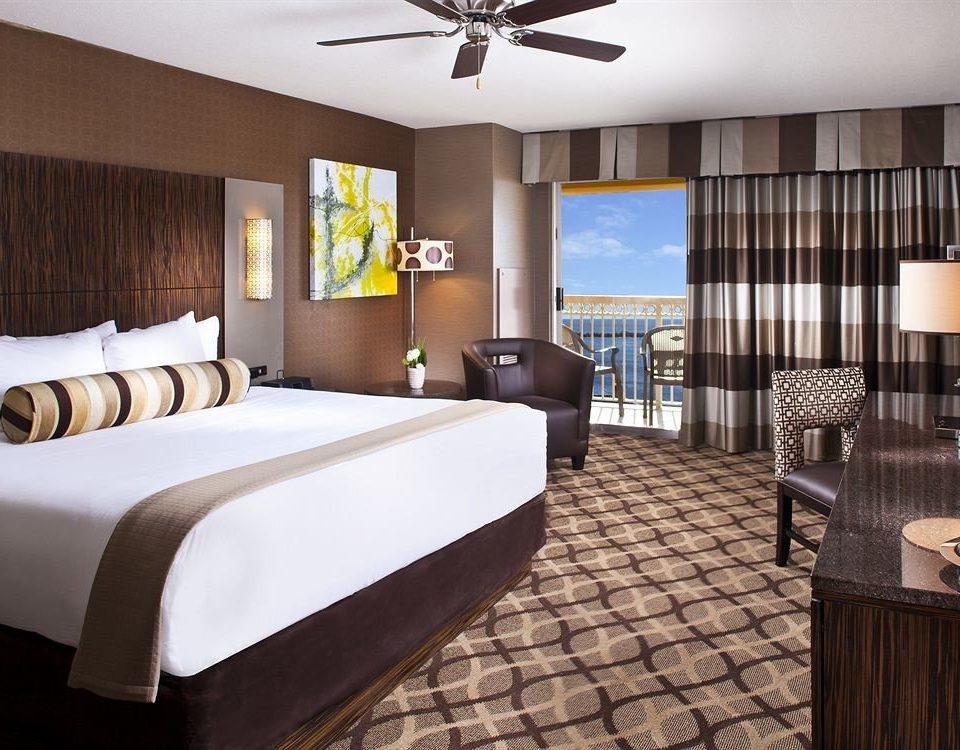 Bedroom Casino Resort property Suite condominium Villa living room cottage Modern